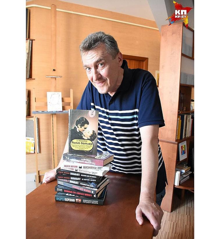 Адам Глобус говорит, что его фото на обороте книг Андрея Воронина не означает, что он их писал в одиночку.