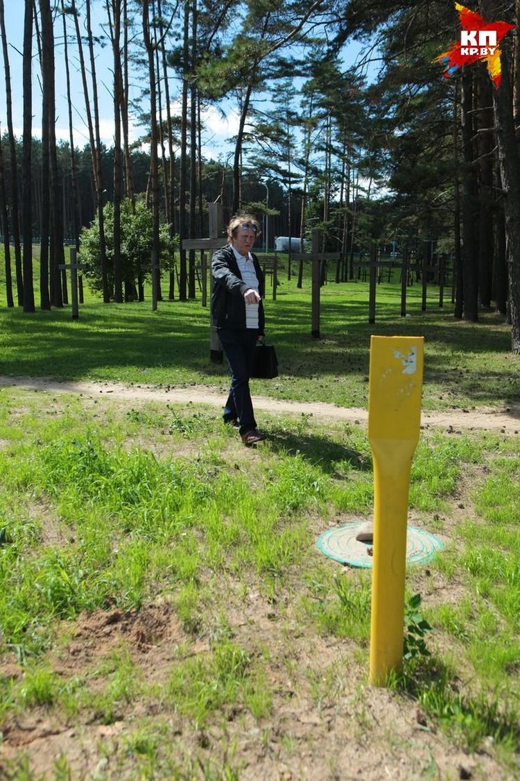 Желтые столбики обозначают, что под землей проложен газопровод.
