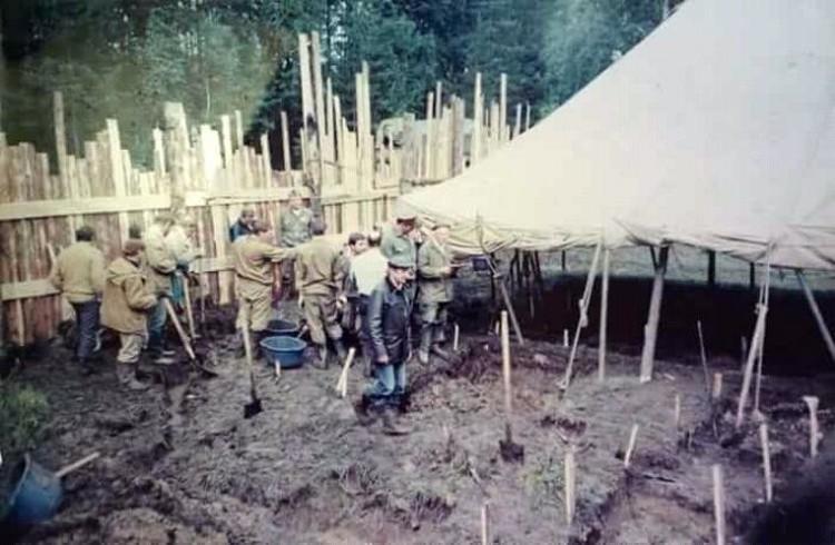 В раскопках 1979 года участвовали всего шесть человек. В раскопках 1991-го уже профессиональные археологи и солдаты. Фото: Мемориал Романовых