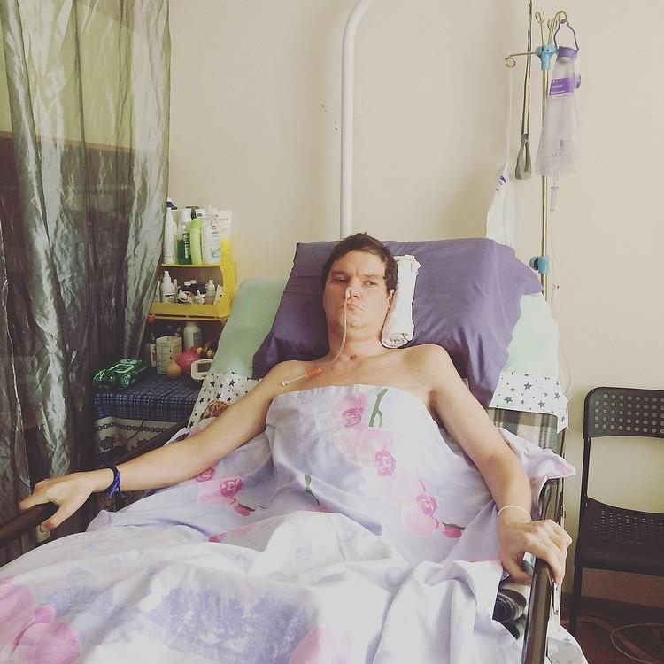 По словам медиков, шанс вернуться к нормальной жизни у Игоря есть, но ему нужны постоянные реабилитации.