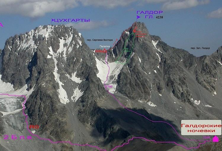 На самой вершине горы обнаружили меченый крюк - он принадлежит пропавшим ребятам.