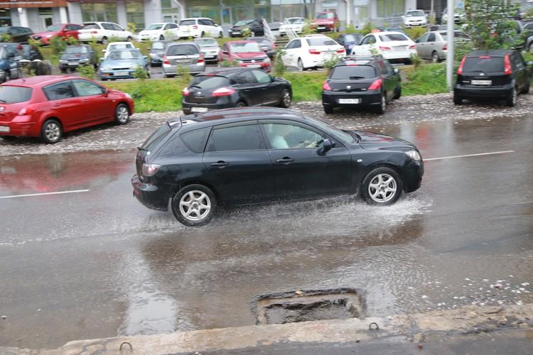Наутро большую часть воды откачали. Но дождь не прекращался.