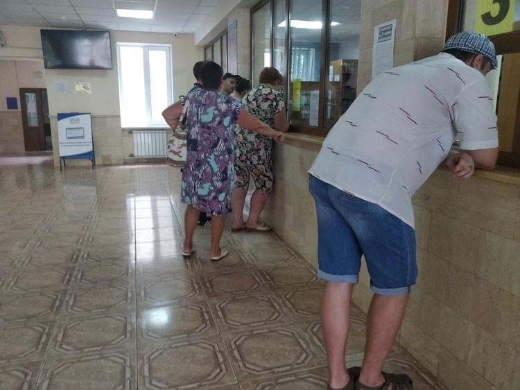 Очереди в регистратуре больницы