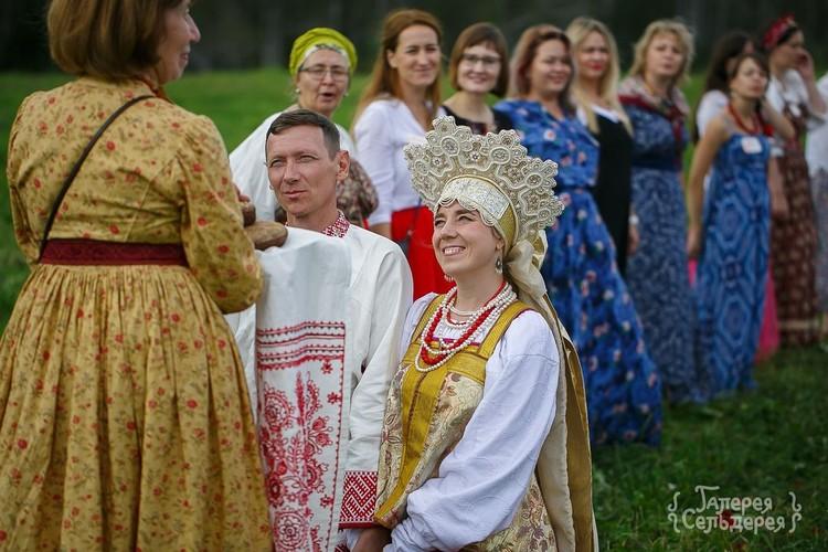 Не только наряды, но и традиции, обряды – все соблюдено. Фото: Надежда Семченко