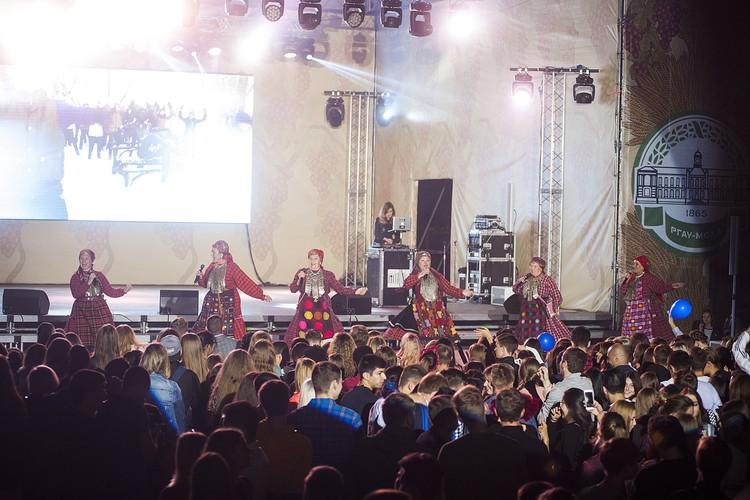 «Бурановские бабушки» зажгли зал главным хитом «Евровидения»-2012 – танцевальной композицией «Party for Еverybody». Фото: timacad.ru.