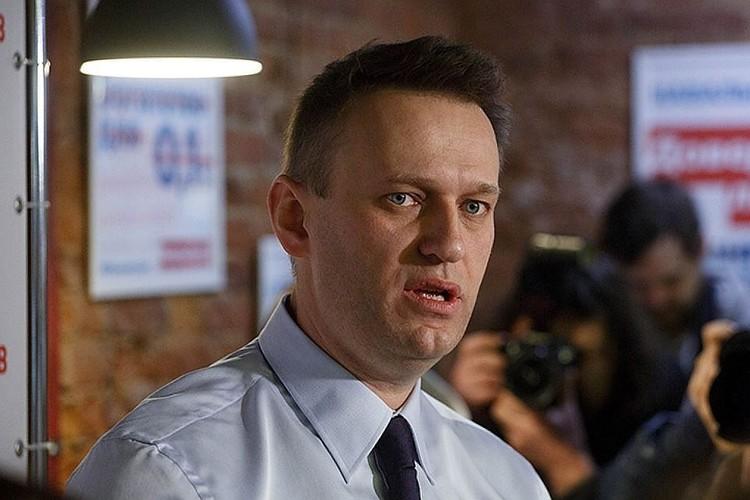Алексей Навальный сейчас отбывает административный арест