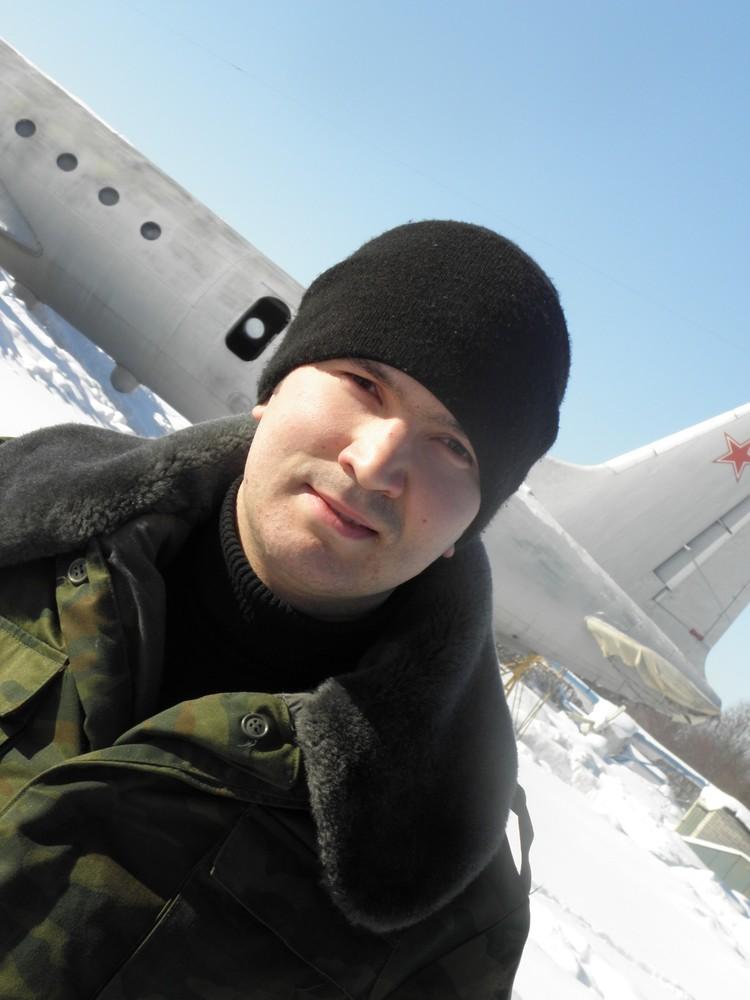 Григорий признавался друзьям, что на месте службы занимается техническим обеспечением самолетов