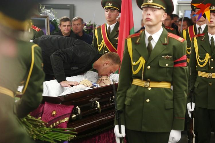 Белорусы простились с Анатолием Капским.