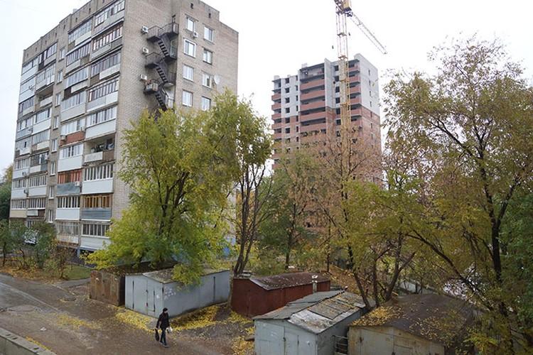 На строительной площадке по адресу: Самара, ул. Аэродромная, 102, развернулась драма - дольщиков не пускают в их квартиры