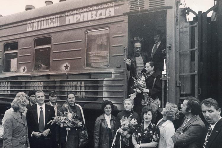 """Агитпоезд """"Комсомольской правды"""" на просторах БАМ, 1976 год. ФОТО Владимир Семенихин"""
