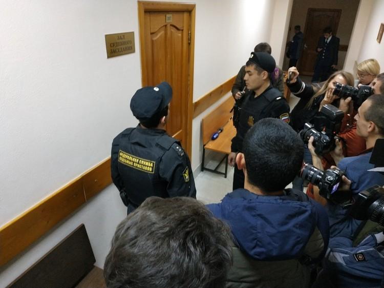 Суд проходил за закрытыми дверями
