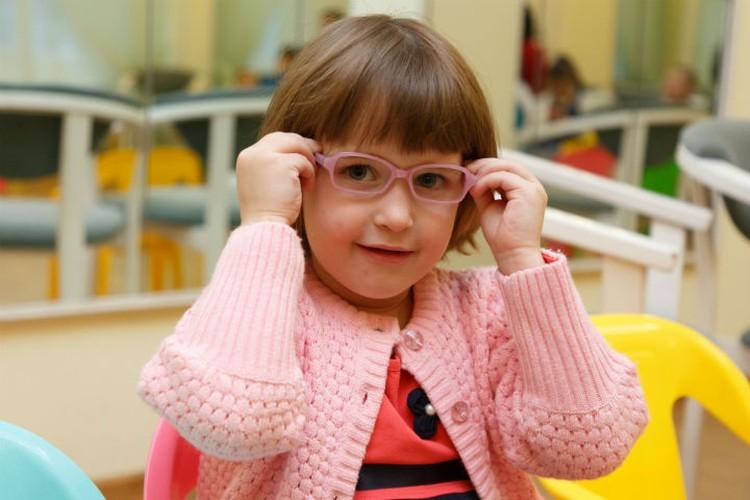 У Хадижи очки идеально подошли к ее любимой кофточке.