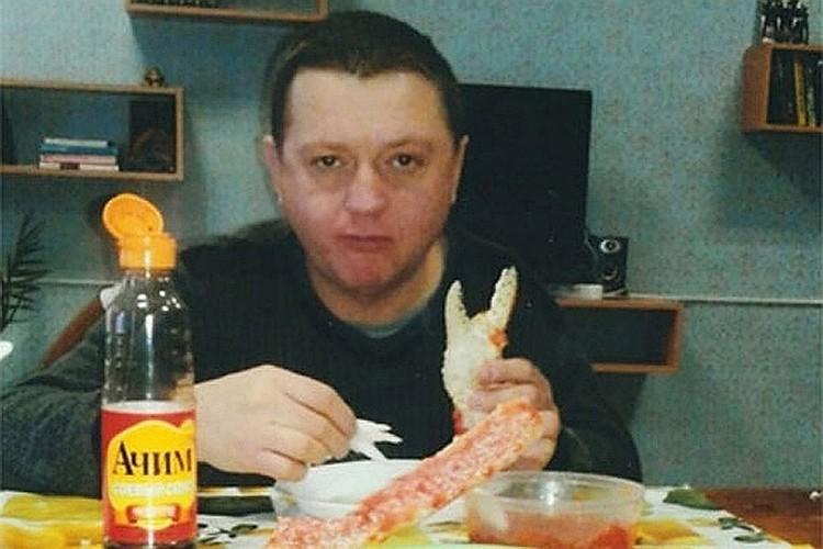 Вячеслав Цеповяз ест в колонии красную икру и крабов