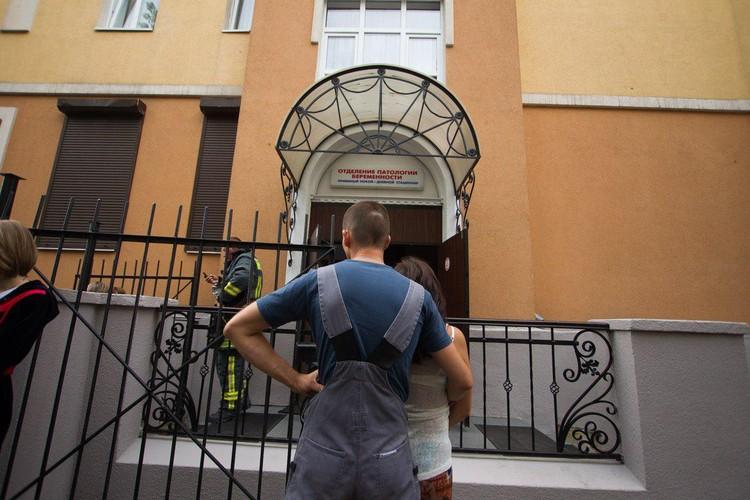 """По информации """"КП"""", трагедия произошла в роддоме №4 на улице Чайковского."""