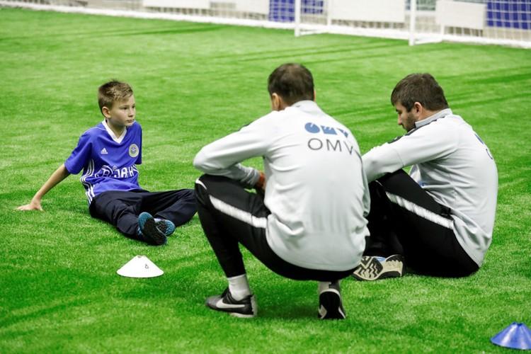 С юными футболистами работали ведущие тренеры спортшколы «Зенита».