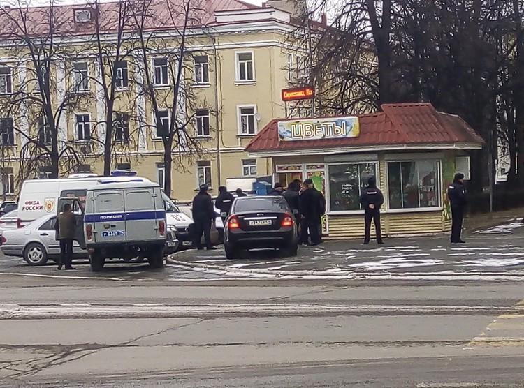 Тот самый цветочный киоск, где Сергей застрелил жену. Фото: Кристина ШУНАЙЛОВА