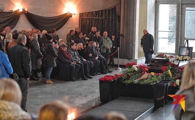 Евгений Осин скончался 17 ноября 2018 года от остановки сердца.