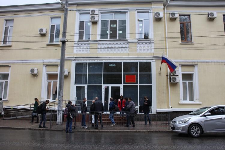 Уполномоченный по правам человека побывала в Киевском районном суде Симферополя, куда привезли украинских моряков.