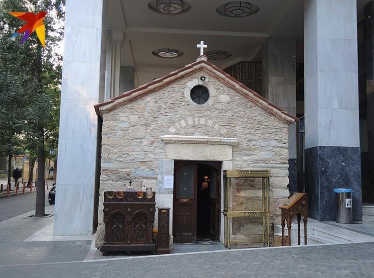 Греческие церкви обычно маленькие и уютные