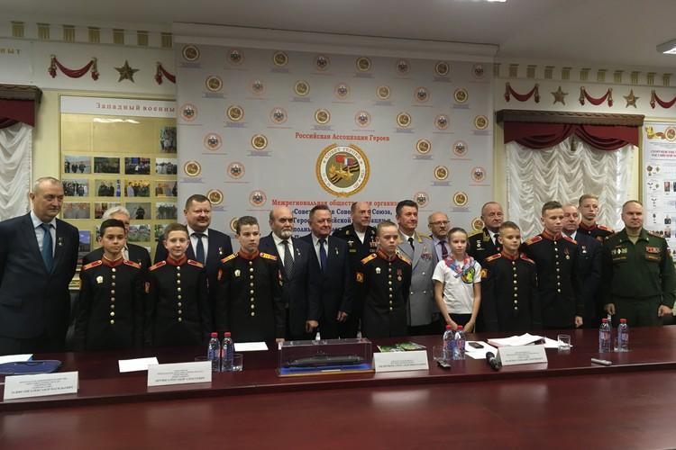 В Петербурге сегодня живут 48 Героев Советского Союза, Героев России, кавалеров ордена Святого Георгия и ордена Славы.