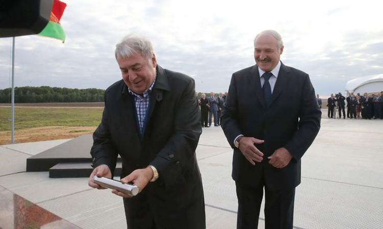 В сентябре 2015 года Александр Лукашенко и Михаил Гуцериев тожественно заложили памятную капсулу. Фото: пресс-служба президента.