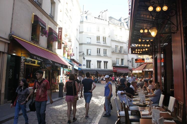 Пенсионерка сильно экономит, потому что не ходит в кафе в центре Парижа. Фото: из семейного архива.