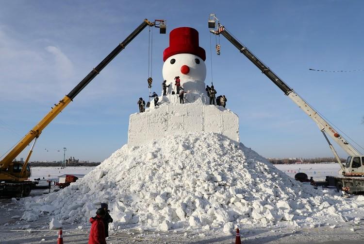 Скоро будет готов 34-метровый снеговик