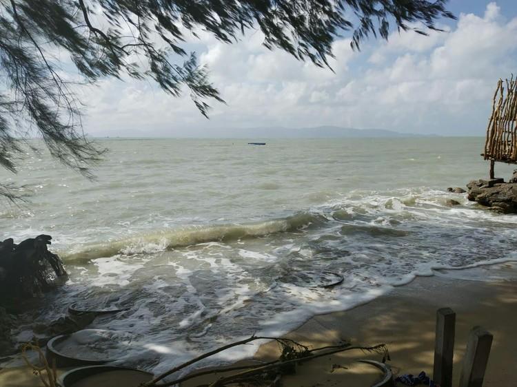 Пляж на Пангане после урагана.