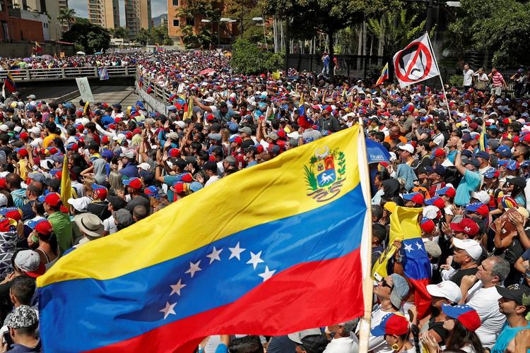 Венесуэла со среды выходит на митинги