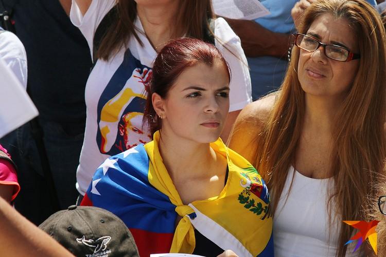 Участница митинга в Каракасе