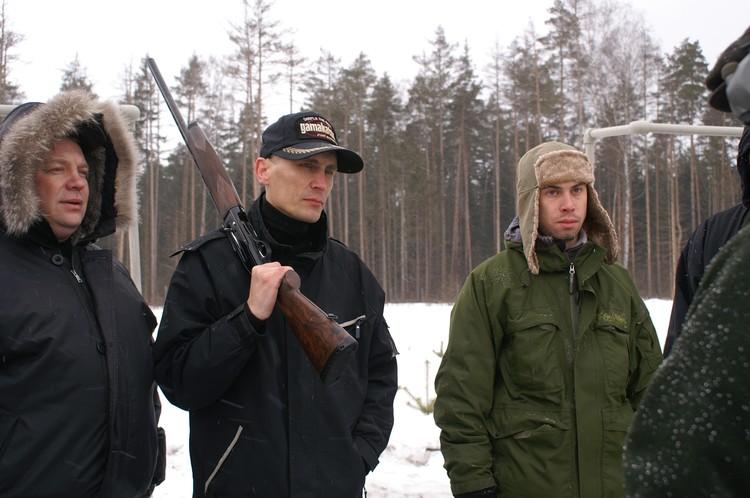 Виталий Дёмочка (на фото - с ружьём) удивил всю Россию криминальным сериалом «Спец» - о буднях уссурийских рэкетиров. Фото: nalupa.org