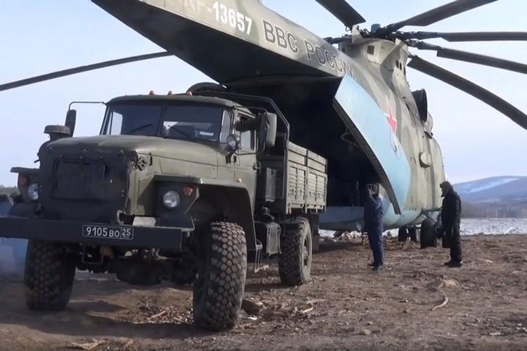 По воздуху на Бурею перебрасывают боеприпасы и технику