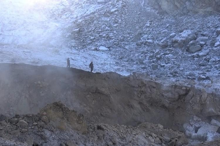 11 декабря в Бурею осыпалось несколько миллионов тонн скального грунта - почти половина сопки