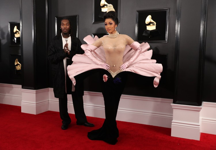 Cardi B появилась на красной дорожке в винтажном платье от Mugler, сшитом еще в 1995.