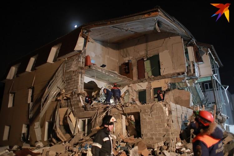 Дом был сложен из пеноблоков, неудивительно, что он так рассыпался