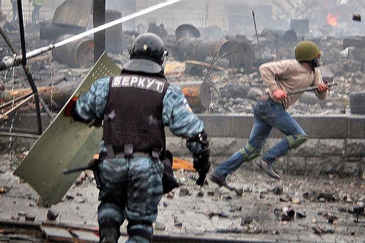 До 19-го числа была возможность — до момента, пока не захватили оружейные склады на западе Украины - разогнать майдан