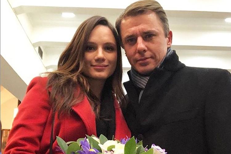 Сегодня Игорь счастлив со второй женой - 28-летней актрисой Кристиной Бродской. Фото: Инстаграм.