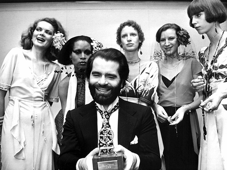 В 1974 году Лагерфельд основал собственную линию - Karl Lagerfeld Impression