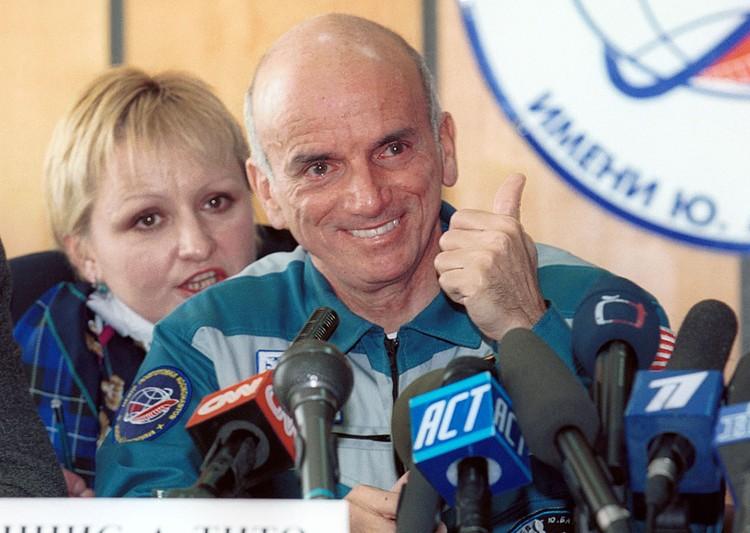 Первый космический турист американец Деннис Тито провел на орбите неделю. Фото Бориса Кавашкина (ИТАР-ТАСС)