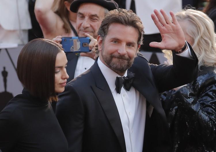 """Ирина Шейк на """"Оскаре"""" явно не выглядела счастливой."""