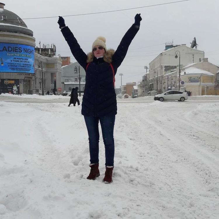 Девушки Владивостока надеются, что в этом году им не придётся 8 марта шагать через сугробы и надевать шапки