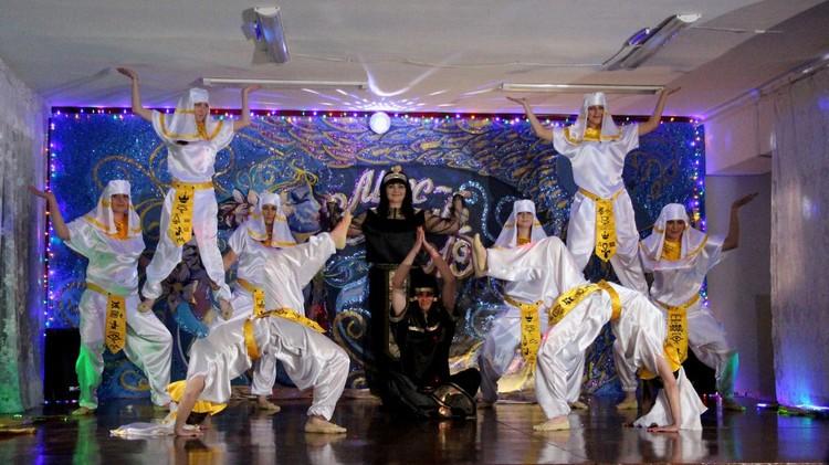 Акробатический этюд на сцене