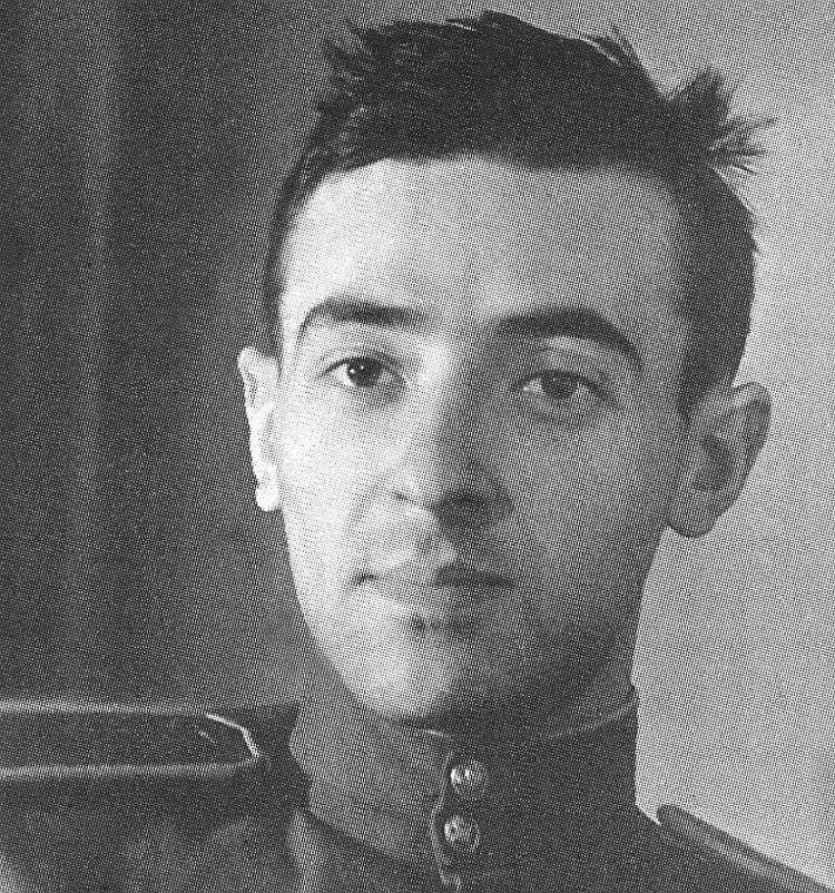 Владимир Этуш принимал участие в Великой Отечественной, он награжден боевыми орденами и медалями.