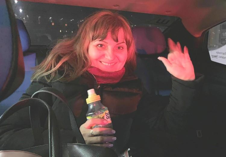Наталья Чумакова вовсе не считает себя героиней и едва согласилась сфотографироваться после приземления. Фото Николая Чумакова