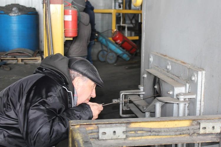 Эксперт подошел к инспекции неформально. Он лично проверял исправность и работу объектов.