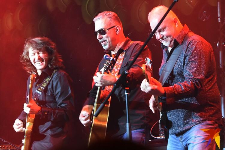 По взаимоотношениям музыкантов на сцене было не понять, что в группе есть внутренние противоречия.