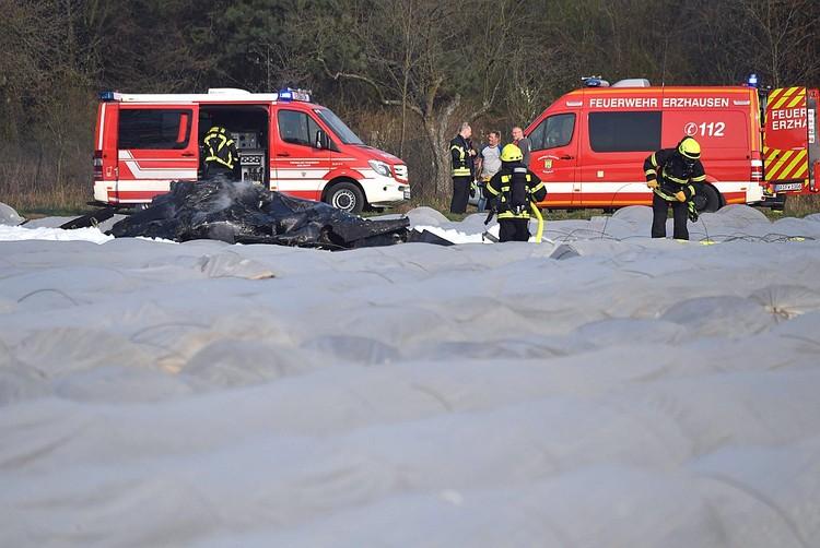 На место трагедии прибыли спасатели и медики. Фото: EAST NEWS.