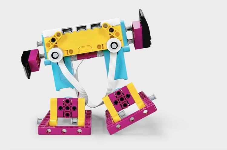 Робот-тренер из LEGO Education SPIKE Prime поможет ученикам больше двигаться. Фото: LEGO.