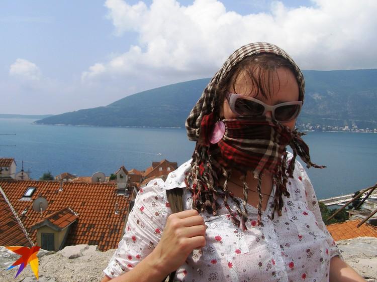 Море, замечает Мария, - важная часть жизни белорусов. Тут поэтесса в Черногории, на Адриатике. Фото: Алена КОЗЛОВА