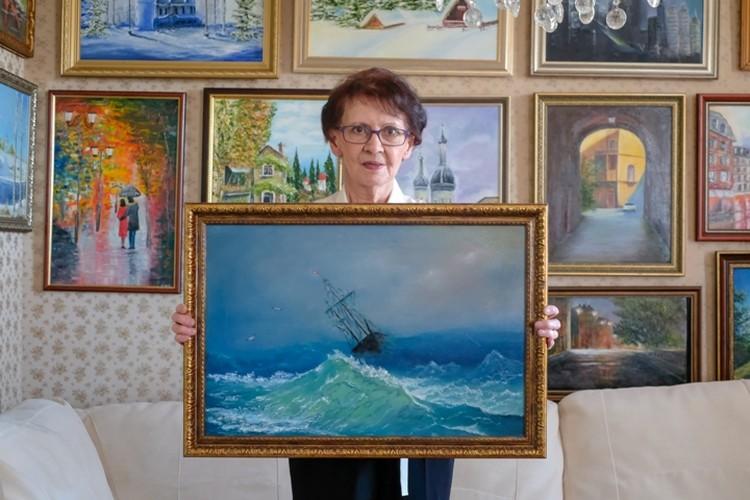 Многие свои работы художница дарит родным и друзьям.